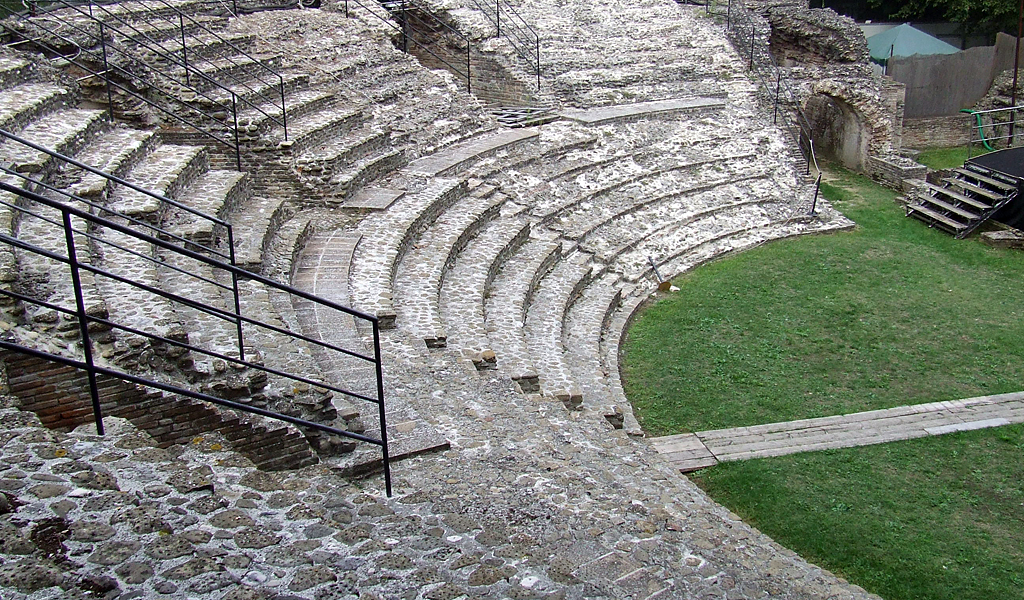 Falerone_ancient_theatre