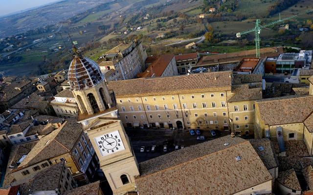 torre-piazza-guido-picchio