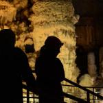 Visita speleologica alle Grotte di Frasassi: viaggio nel cuore della terra.