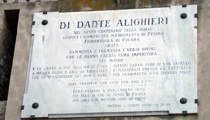 Fiorenzuola - La targa che ricorda i versi di  Dante.