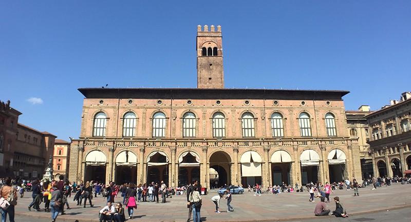 bolongna-piazza-maggiore