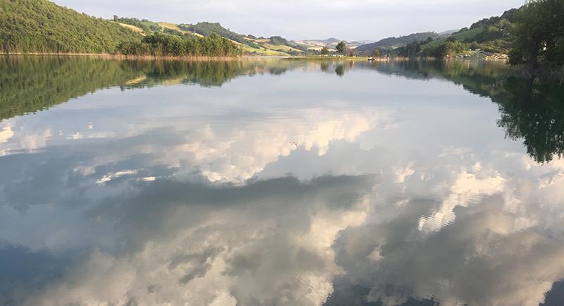 lago-castreccioni-riflessi