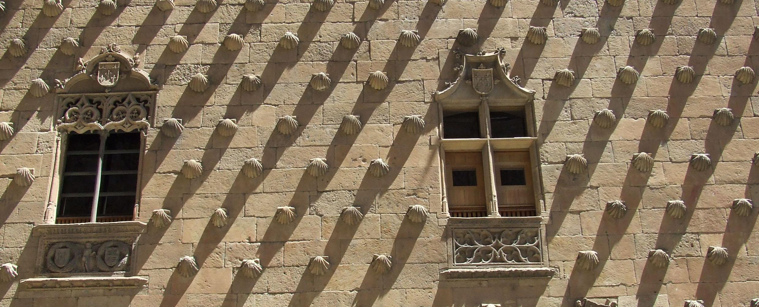 La facciata della biblioteca di Salamanca.