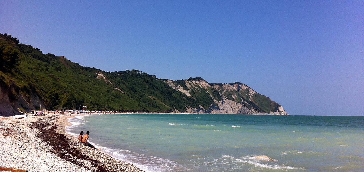 La spiaggia di Mezzavalle (rRviera del Conero)