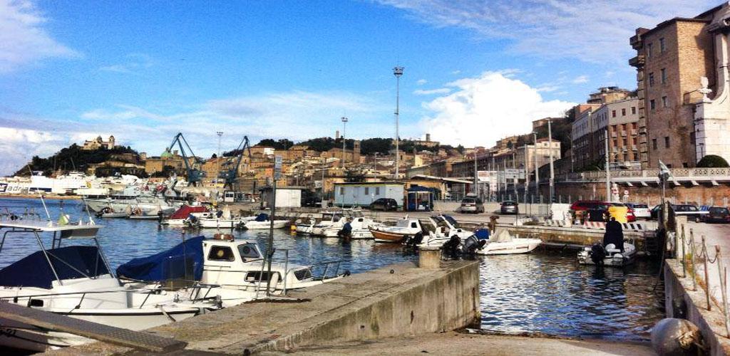 ancona_vista_dal_porto