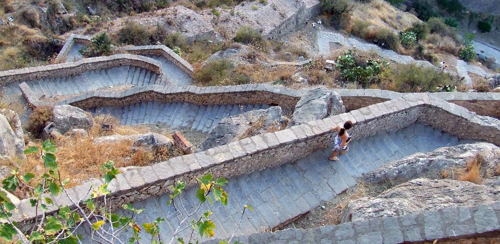 I 99 gradini che conducono al forte Palamini.