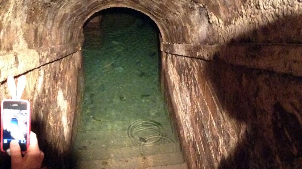 La parte più profonda delle cantine ospitano questa meravigliosa piscina naturale di acqua potabile.