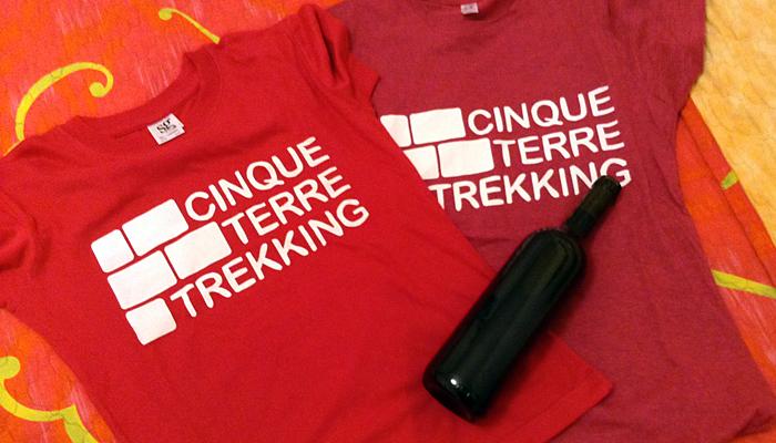 Le magliette, hanno dello negozio di Manarola Cinque Terre Tekking.
