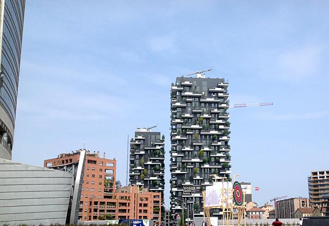 """I due grattacieli che compongono il """"Bosco Verticale! progettati dall'architetto Boeri."""