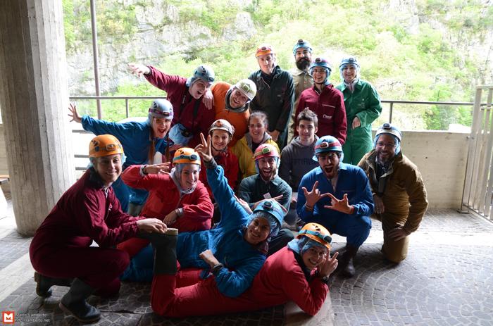 Il gruppo di Exploring Marche prima di entrare nelle grotte
