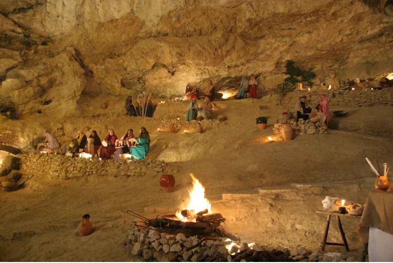 Una scena del presepe di genga all'interno della Grotta di Valadier. Credits. ilpresepedi