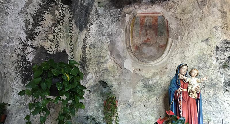 santuario-madonna-grotta2